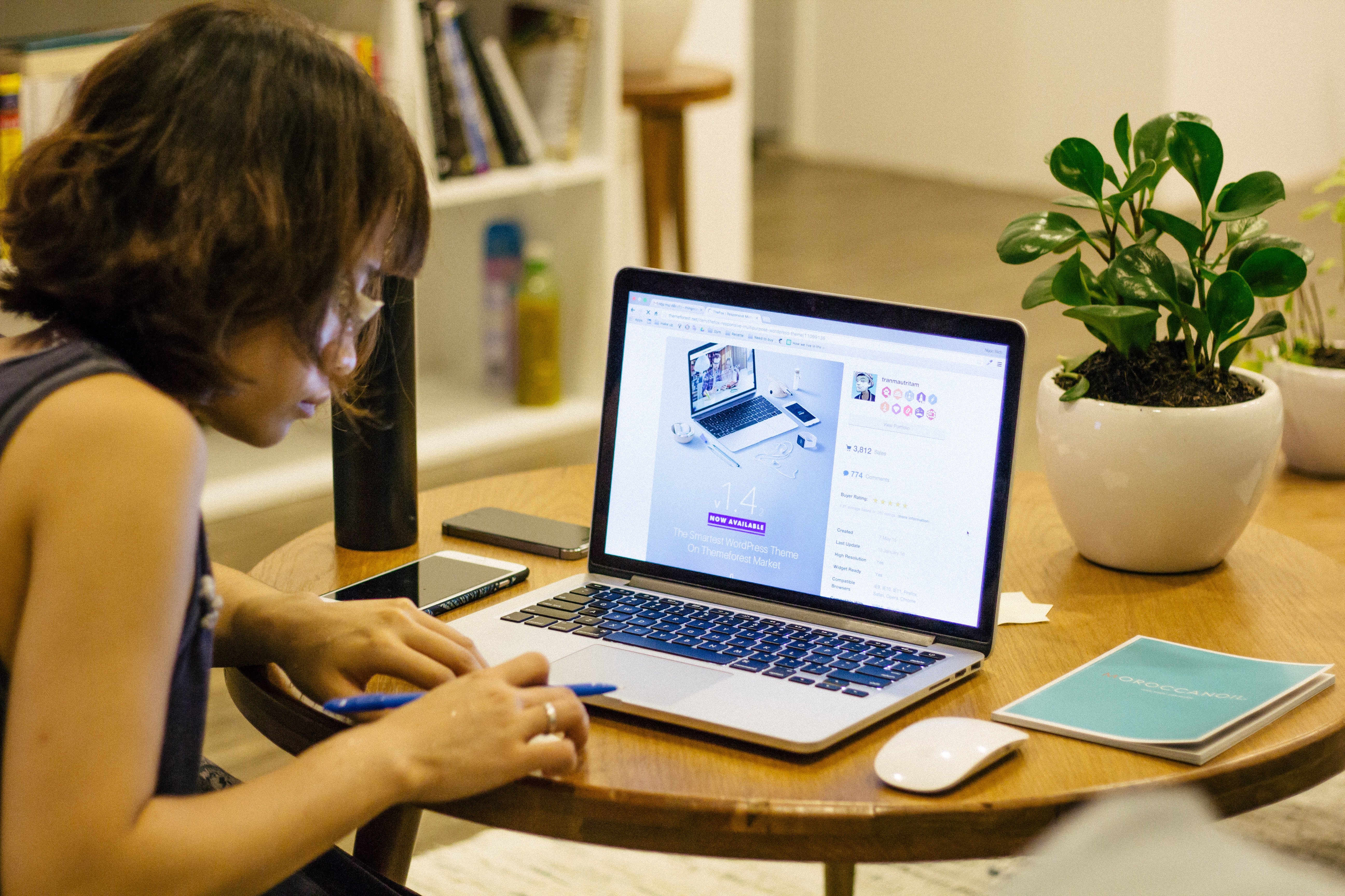 business essays google online internet Thanks to the internet, virtually anything you desire can be delivered to your door in a matter of days you can even trade stocks or file taxes online but as much as our personal lives have changed, the business world has revolutionized almost beyond recognition in the past few decades.